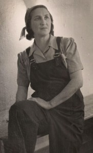 דן השומר – נדיה ליובובסקה בדמות אפרת (1945)