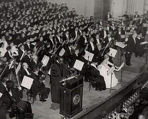 הופעה חיה של אסתר המלכה ב - War Memorial Opera House, סן פרנסיסקו, קליפורניה