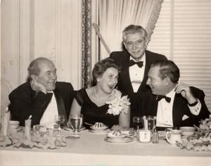 מרק והלנה לברי במסיבה עם הכנר אייזיק שטרן והחזן ראובן רינדר בסן פרנציסקו (1955)